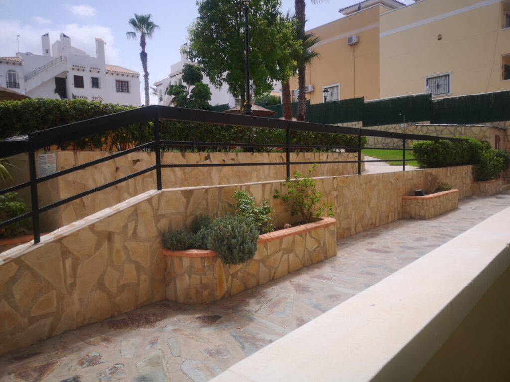 BP1972 2 bed 2 bath Ground floor apartment Villamartin area