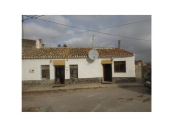 BP1986 Country property with loads of potential Pinoso
